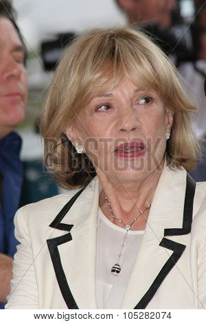 CANNES, FRANCE - MAY 16: Actress Jeanne Moreau attends a photocall promoting the film 'Le Temps Qui Reste' at the Palais during the 58 International Cannes Film Festival May 16, 2005 in Cannes, France