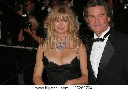 CANNES, FRANCE - MAY 22: Actors Goldie Hawn and Kurt Russell attend the premiere of 'Death Proof' at the Palais des Festivals during the 60th  Cannes Film Festival on May 22, 2007 in Cannes, France