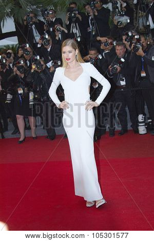 CANNES, FRANCE - MAY 18: Doutzen Kroes attends 'Jimmy P. (Psychotherapy Of A Plains Indian)' Premiere during the 66th Cannes Film Festival at Grand Theatre Lumiere on May 18, 2013 in Cannes, France.
