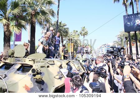 CANNES, FRANCE - MAY 18: Dolph Lundgren, Jason Statham, Mel Gibson, Sylvester Stallone, Wesley Snipes attend a photocall for 'The Expendables 3' at the Carlton Hotel on May 18, 2014 in Cannes, France.
