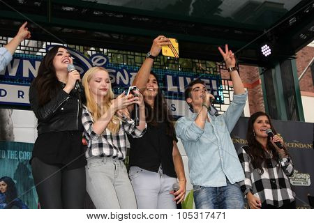 LOS ANGELES - OCT 17:  Sofia Carson, Dove Cameron, Booboo Stewart, Cameron Boyce at the Stars of