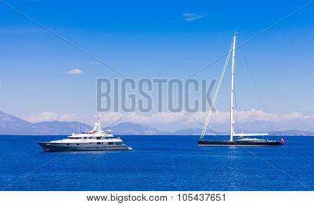 Different Types Of Yachts Traveling