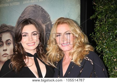 LOS ANGELES - OCT 20:  Sophie Simmons, Shannon Tweed Simmons at the