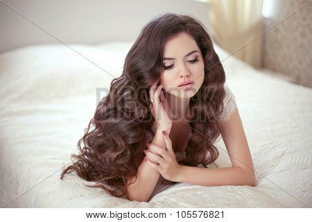 Wavy Hairstyle. Beautiful Brunette Bride Girl With Healthy Long Curly Hair And Professional Makeup.