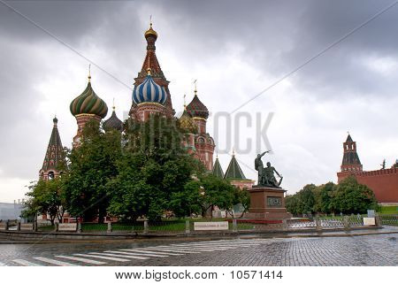 Saint Basil's Catherdral and warrior-statue viewed from the Red Square.