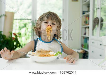 Little boy eating pasta