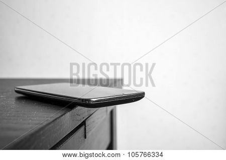 mobile phone is dangerous lies on the edge of the table