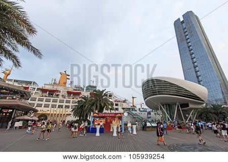 Shenzhen, China - August 22,2015: Tourists Walking In New Sea World Plaza, One Of The Landmark Of Sh