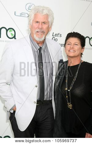 LOS ANGELES - OCT 24:  Barry Bostwick at the Environmental Media Awards 2015 at the Warner Brothers Studio Lot on October 24, 2015 in Burbank, CA