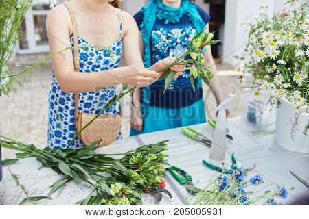 Master Class On Making Bouquets. Learning Flower Arranging, Making Beautiful Bouquets With Your Own