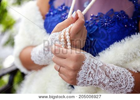the bride wears a necklace around his neck