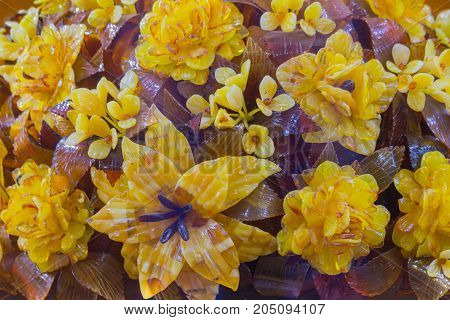 Amber. The flowers of the beautiful stone on the storefront. Gold and brown amber in the form of a bouquet of flowersbrooch amber leaves