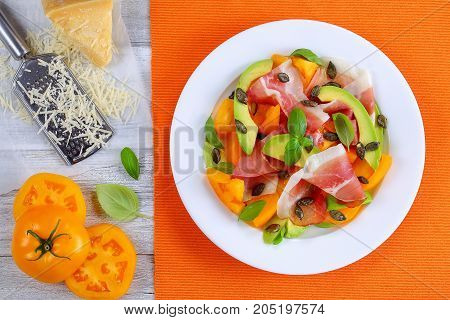 Avocado, Ham, Tomato, Pampkin Seeds Salad