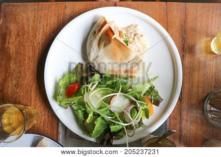 pita with tuna spread stuffed and vegetable salad