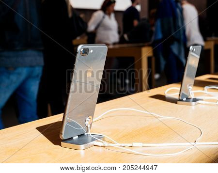 New Iphone 8 And Iphone 8 Plus In Apple Store With Black Glass Iphone 8 Plus