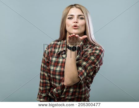 Cute Girl Send Kiss