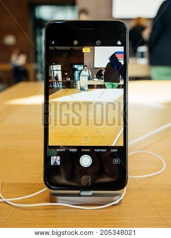 Interior Camera App New Iphone 8 And Iphone 8 Plus In Apple Store