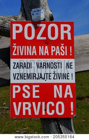 Sign: Pozor zivina na pasi!. Pse na vrvici! - Beware of grazing animals! Dogs on the string!