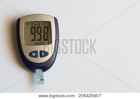 Electronic medical device for determining blood sugar. The diagnosis is diabetes. Insulin Level Control
