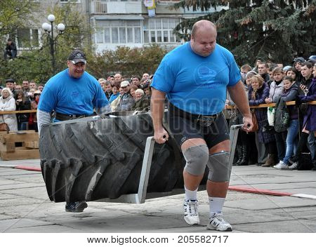 Chortkiv - Ternopil - Ukraine - October 26 2012. International Cup doubles tournament of strongman Galicia. Moment of the tournament's strongest athletes