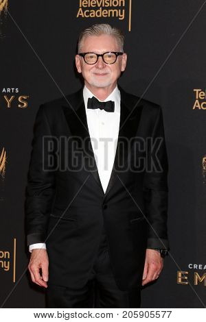 LOS ANGELES - SEP 10:  Warren Littlefield at the 2017 Creative Arts Emmy Awards - Arrivals at the Microsoft Theater on September 10, 2017 in Los Angeles, CA