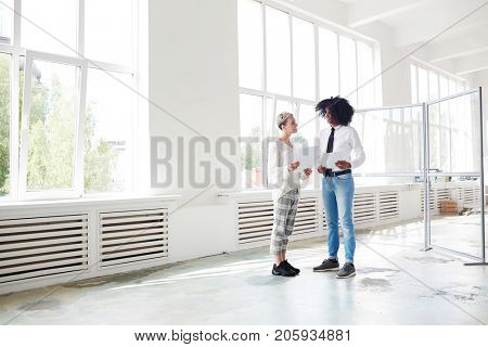 Professional agent talking to her client and giving some advice