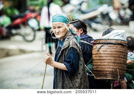 SA PA, VIETNAM - AUGUST 2017: Portrait of black hmong ethnic minority woman in Sa Pa town, the high mountains, Lao Cai province, Vietnam