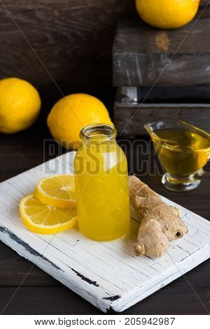 Homemade home remedy for flu and colds from lemon, ginger and honey