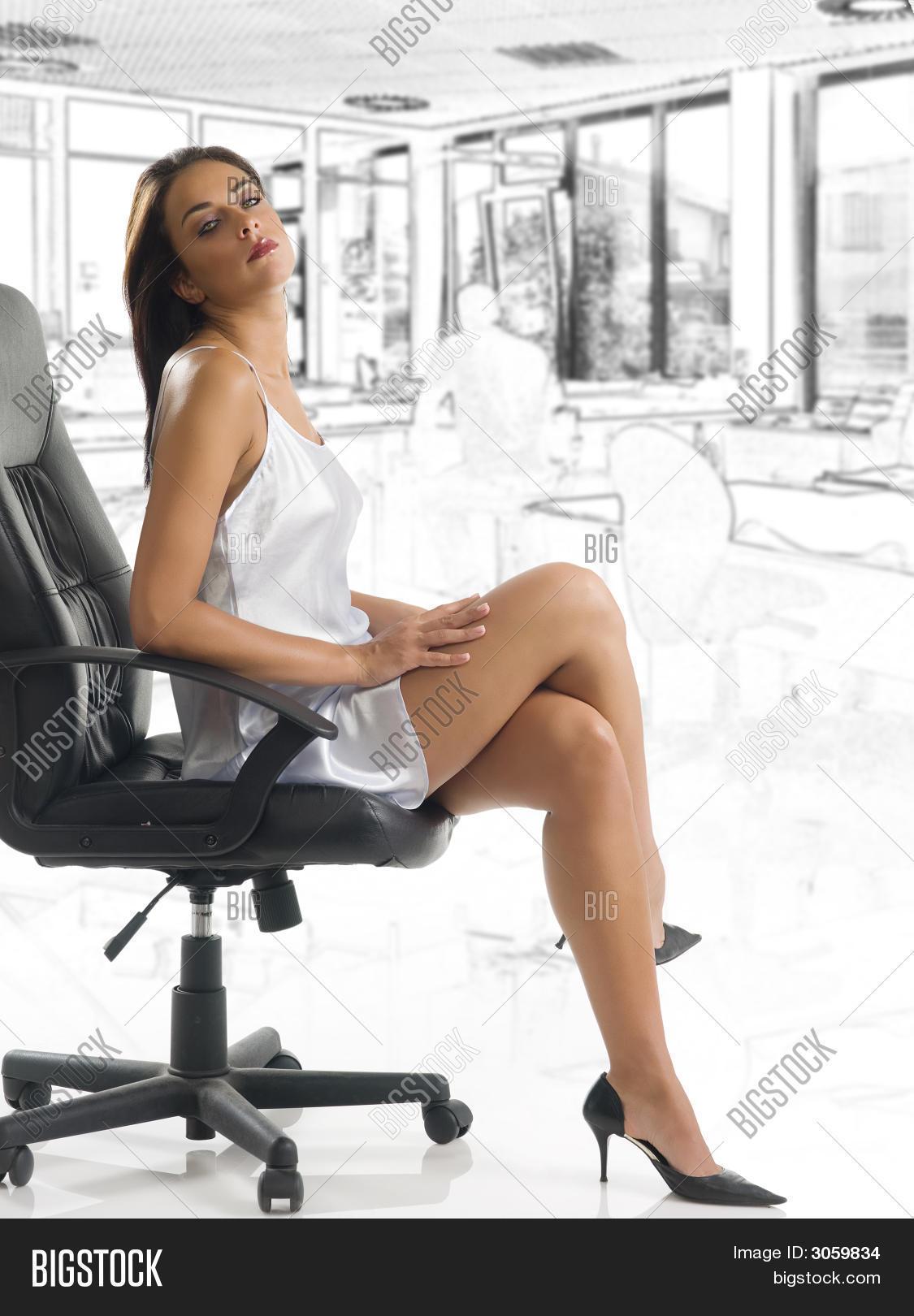 Офисные девушки и стриптизеры
