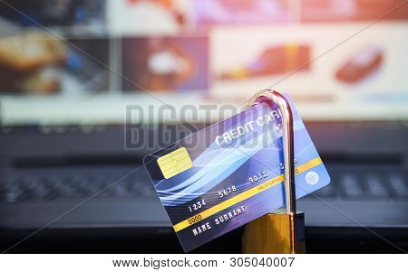 Credit Card Security Internet Data / Encryption Transactions On Credit Card Lock Secured