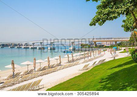 Dubai, Uae, United Arab Emirates - 28 May, 2019: Atlantis Aquaventure Water Park Beach With White Sa