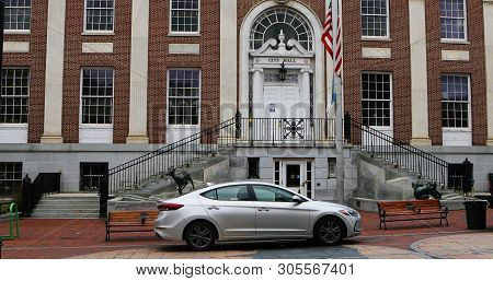 Burlington, Vermont/united States - October 29: City Hall In Burlington, Vermont. Located In City Ha