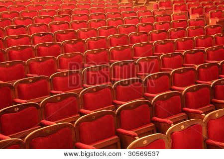 roten Stuhlreihen