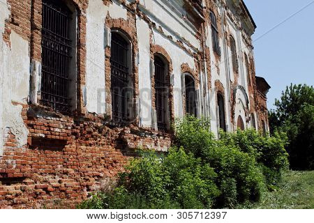 Destroyed Orthodox Church Of Archangel Michael 19th Century. Travel To Russia, Saratov Region. Conce