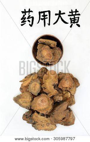 Rhubarb root herb used in chinese herbal medicine used as a laxative, regulates weight loss & helps to treat type 2 diabetes. Translation reads as chinese rhubarb. Yao Yong, da huang.
