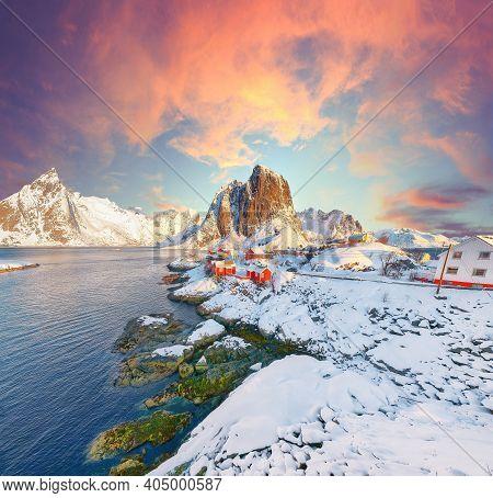 Fantastic Winter View On Hamnoy Village And Festhaeltinden Mountain On Background. Popular Tourist D