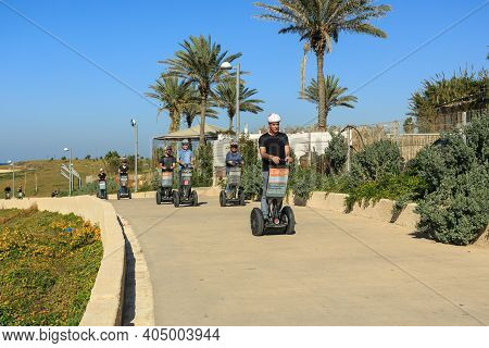 Tel Aviv, Israel - December 28, 2015: Tourists In Park Near Sea In Tel Aviv Jaffo