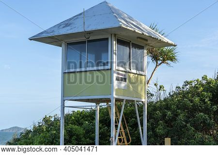 Lifesaving Hut At Habour Beach For Lookout For Sharks And Stingers