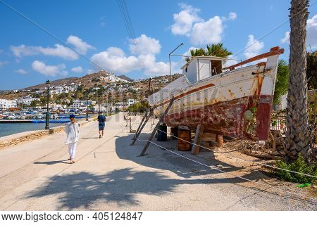 Ios, Greece - September 22, 2020: Tourists On The Seaside Promenade In Ios Island On A Sunny Day. Cy