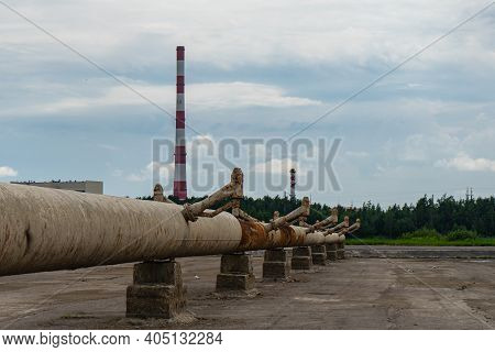 A Pipeline System With Spray Nozzles For Cooling Water In A Spray Pond. Water Cooling System At Ther