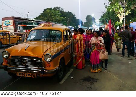 Kolkata, West Bengal, India - 12th January 2020 : Hindu Female Devotees Negotiating Fare With Yellow