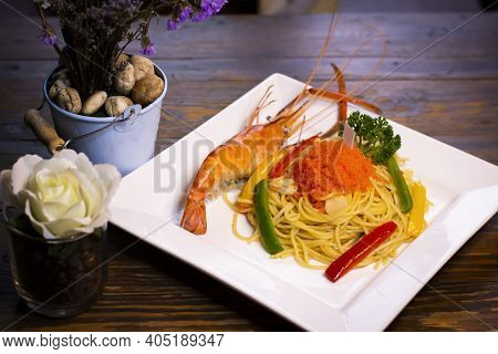 Shrimp Spaghetti With Shrimp Roe With Side Dishes
