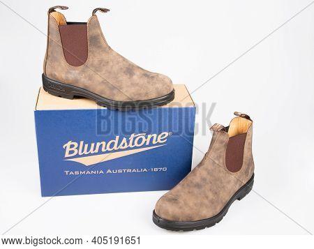 Bordeaux , Aquitaine  France - 01 24 2021 : Blundstone Footwear Boot And Box Australian Footwear Bra