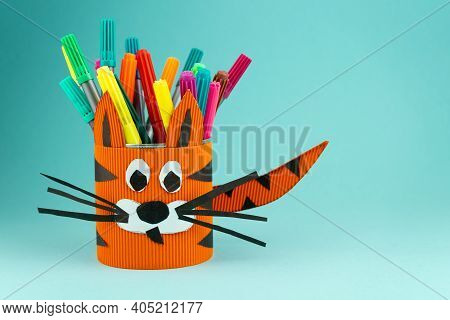 Step 9. Step-by-step Instructions On How To Make A Stand For Stationery From A Tin Can. Tiger Made O