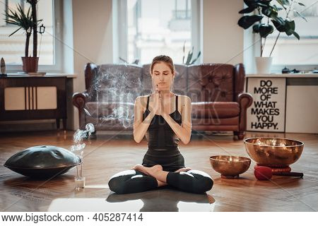 Cosy Apartment With Sunbeams And Simple Design With A Sportswoman Dressed In Black Clothing Doing Yo