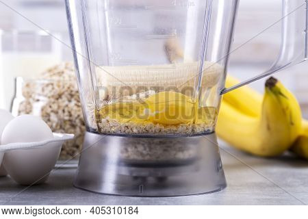 Oats And Eggs In A Blender. Oat Pancakes With Banana. Step By Step Cooking Process. Bananas, Milk, E
