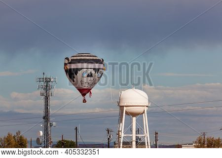 Page, Arizona / Usa - October 31, 2014:  A Participant In The Lake Powell Balloon Regatta Give A Men