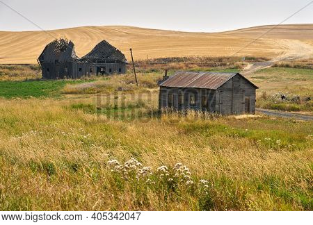 Abandoned Farmhouse And Barn Palouse Washington State. Abandoned Buildings Dot The Landscape In The
