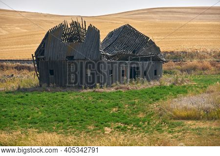 Abandoned Derelict Barn Washington State. Old Farm Buildings Dot The Landscape In The Palouse Area O