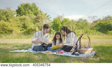 Happy Family Asian With Little Girl Learning Book Together And Have Enjoyed Ourselves Together Durin